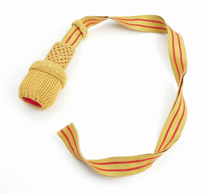 Portepee mit goldenen und roten Streifen
